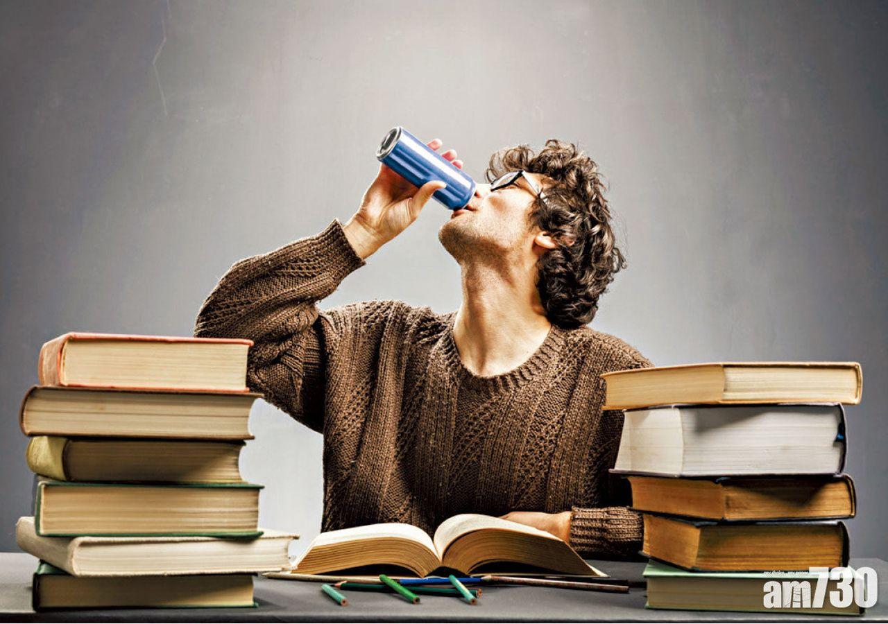 慎用能量飲品